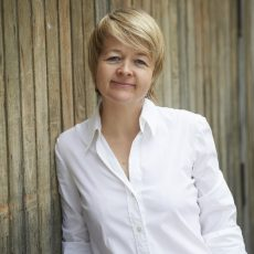 Sarah Waters and '90s Lesbian Culture